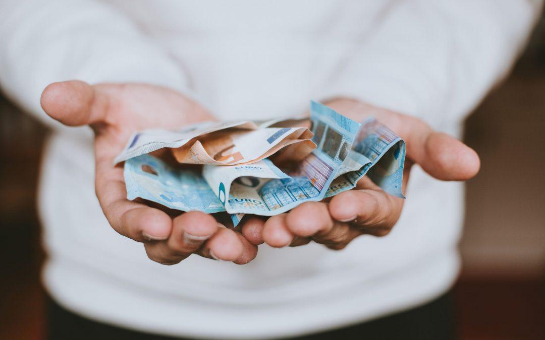 Stipendi corrisposti in contanti: rischio sanzioni elevate